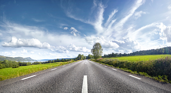 Diminishing Perspective「Straight empty road, Sweden」:スマホ壁紙(12)