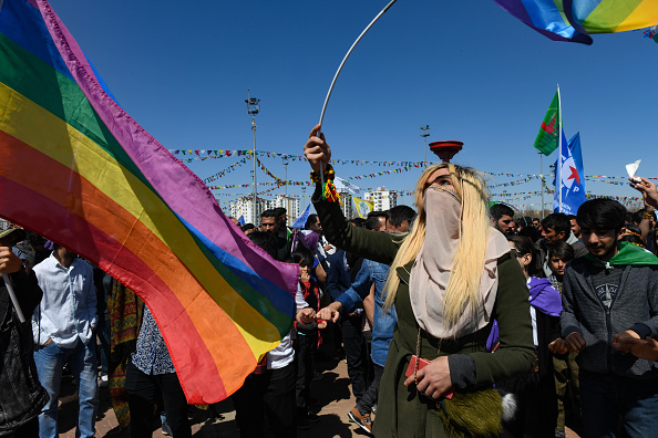 歌う「Kurdish Communities In Turkey Celebrate Nowruz」:写真・画像(15)[壁紙.com]