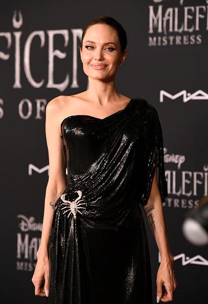 """アシメトリードレス「World Premiere Of Disney's """"Maleficent: Mistress Of Evil""""  - Arrivals」:写真・画像(16)[壁紙.com]"""