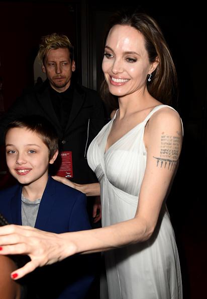 Angelina Jolie「Premiere Of Disney's 'Dumbo' - Red Carpet」:写真・画像(2)[壁紙.com]