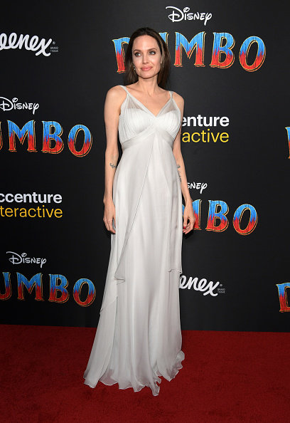 Angelina Jolie「Premiere Of Disney's 'Dumbo' - Arrivals」:写真・画像(16)[壁紙.com]
