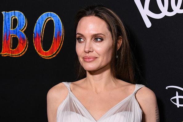 Angelina Jolie「Premiere Of Disney's 'Dumbo' - Arrivals」:写真・画像(6)[壁紙.com]