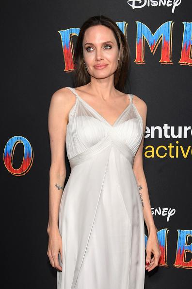 Angelina Jolie「Premiere Of Disney's 'Dumbo' - Arrivals」:写真・画像(17)[壁紙.com]