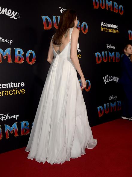 Angelina Jolie「Premiere Of Disney's 'Dumbo' - Red Carpet」:写真・画像(15)[壁紙.com]