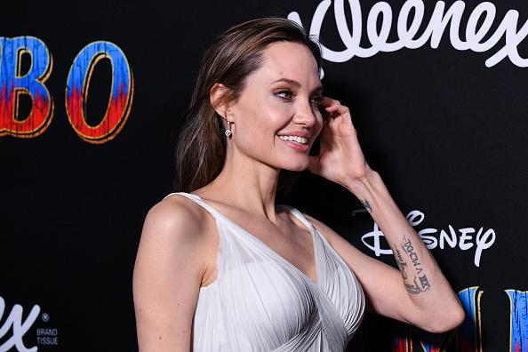 Angelina Jolie「Premiere Of Disney's 'Dumbo' - Arrivals」:写真・画像(5)[壁紙.com]