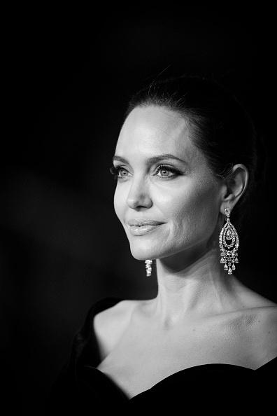 アンジェリーナ・ジョリー「EE British Academy Film Awards - Red Carpet Arrivals」:写真・画像(11)[壁紙.com]