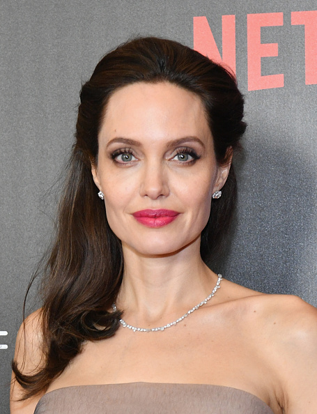 Angelina Jolie「'First They Killed My Father' New York Premiere」:写真・画像(9)[壁紙.com]