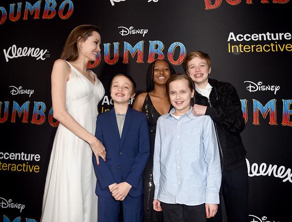 Angelina Jolie「Premiere Of Disney's 'Dumbo' - Red Carpet」:写真・画像(11)[壁紙.com]