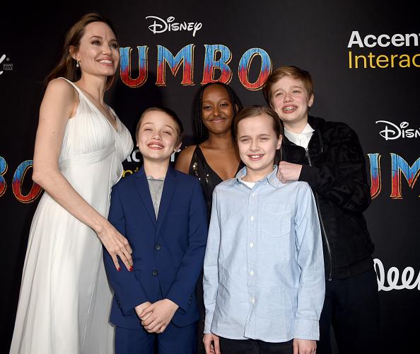 Angelina Jolie「Premiere Of Disney's 'Dumbo' - Red Carpet」:写真・画像(18)[壁紙.com]