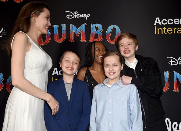 Angelina Jolie「Premiere Of Disney's 'Dumbo' - Red Carpet」:写真・画像(14)[壁紙.com]