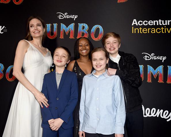 Angelina Jolie「Premiere Of Disney's 'Dumbo' - Red Carpet」:写真・画像(13)[壁紙.com]