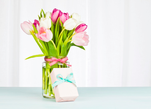 Mother's Day「フラワーブーケとシングルギフト-水平」:スマホ壁紙(18)