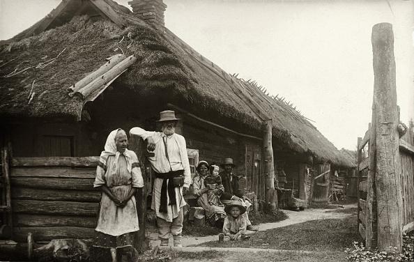 Farm「Russian farmers in Derewek, Photograph around 1910」:写真・画像(11)[壁紙.com]