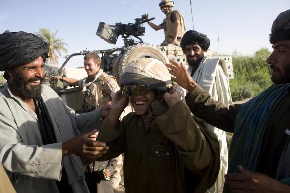Marco Di Lauro「British Troops Use Desert Bases To Suppress Taleban Insurgents」:写真・画像(16)[壁紙.com]