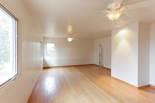 Ceiling Fan「Hardwood floor in empty white room」:スマホ壁紙(17)