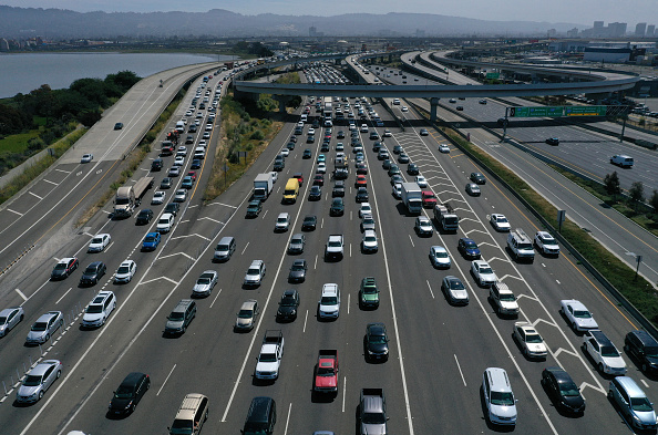 Multiple Lane Highway「California And Four Big Automakers Make Deal To Reduce Emissions」:写真・画像(9)[壁紙.com]