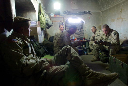 Sand Trap「U.S. Soldiers at the Kandahar, Afghanistan Airbase」:写真・画像(9)[壁紙.com]