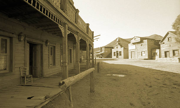 Wild West, old wooden buildings, houses, sepia toned:スマホ壁紙(壁紙.com)