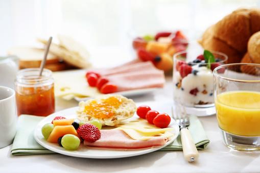 Raspberry「Morning spread on the breakfast table」:スマホ壁紙(15)