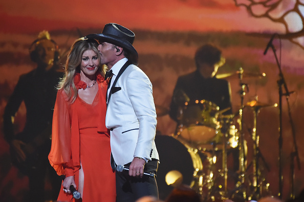 Tim McGraw「The 51st Annual CMA Awards - Show」:写真・画像(15)[壁紙.com]