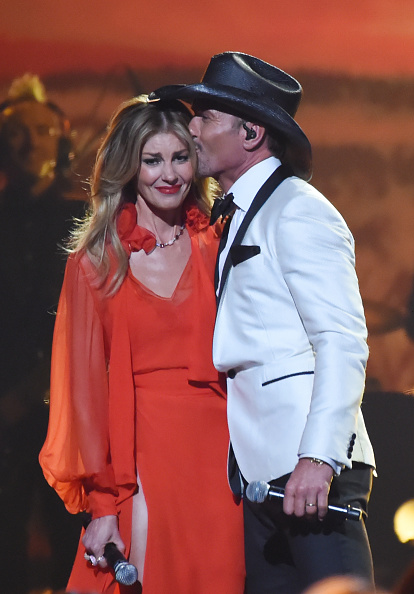 Tim McGraw「The 51st Annual CMA Awards - Show」:写真・画像(11)[壁紙.com]