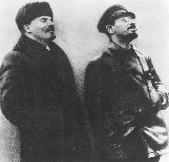 横位置「Trotsky And Lenin」:写真・画像(11)[壁紙.com]