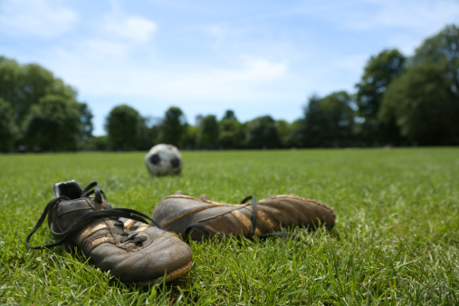 Soccer Field「Football boots on the grass」:スマホ壁紙(12)