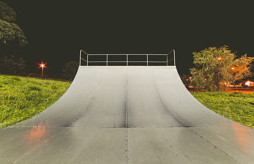 Skateboard「Spain, Galicia, Ferrol, Skatepark at night outdoors」:スマホ壁紙(7)