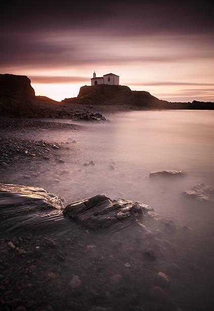 Spain, Galicia, Valdovino, chapel at the coast:スマホ壁紙(壁紙.com)