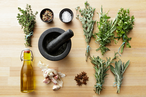 Tarragon「Seasoning: Herbs and Spices Still Life」:スマホ壁紙(13)