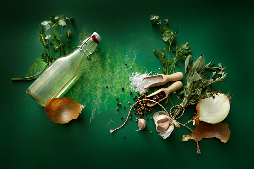 Tarragon「Seasoning: Herbs, Olive Oil, Garlic, Onion, Salt and Pepper Still Life」:スマホ壁紙(10)