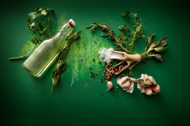 Seasoning: Herbs, Olive Oil, Garlic, Salt and Pepper Still Life:スマホ壁紙(壁紙.com)