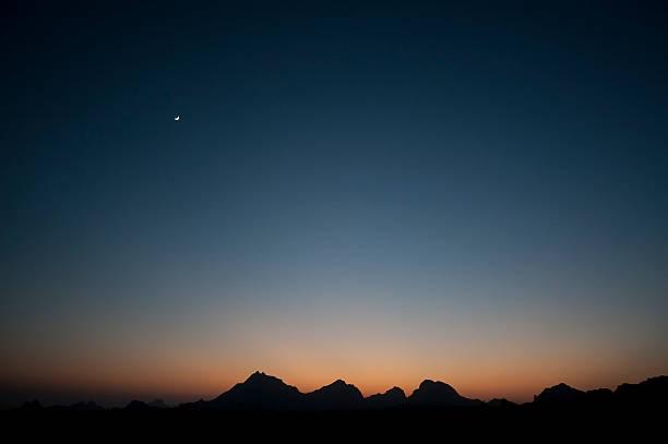 Aravelli Hills Moonrise, Rajasthan:スマホ壁紙(壁紙.com)