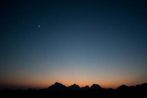 Moon「Aravelli Hills Moonrise, Rajasthan」:スマホ壁紙(6)