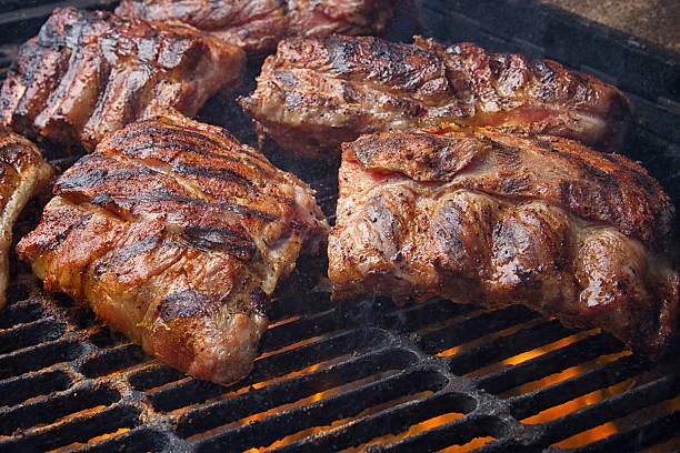 Barbecued Pork Baby Back Ribs on Fiery Charcoal Grill:スマホ壁紙(壁紙.com)