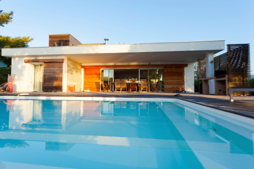 Front View「Luxury Villa with Swimming Pool」:スマホ壁紙(12)