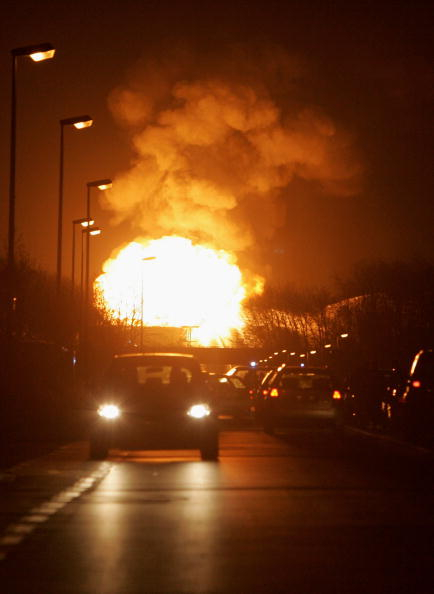 Exploding「Gas Fire At BP Subsidiary Ineos」:写真・画像(5)[壁紙.com]