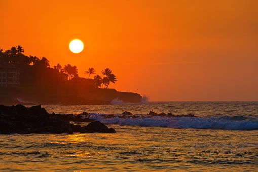 Wave「カウアイ島ポイプ ビーチでハワイの日の出」:スマホ壁紙(19)