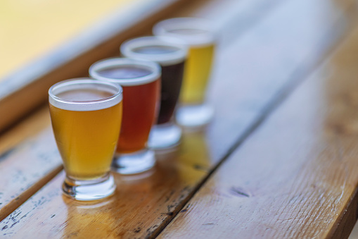 Leisure Activity「A look at a four beer flight which contains stout, IPA, red and lager beers.」:スマホ壁紙(13)