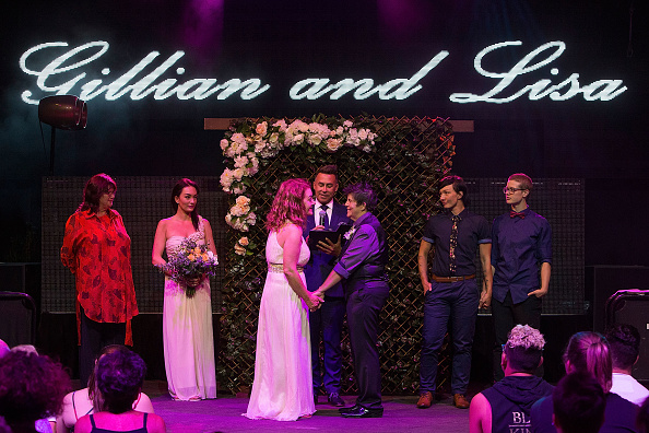 オーストラリア「Couples Wed At Midnight Ceremonies As Australian Marriage Act Takes Effect」:写真・画像(8)[壁紙.com]
