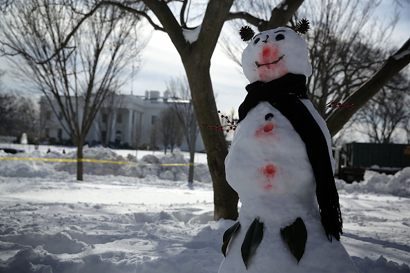 雪だるま「U.S. East Coast Digs Out After Historic Snowstorm」:写真・画像(18)[壁紙.com]