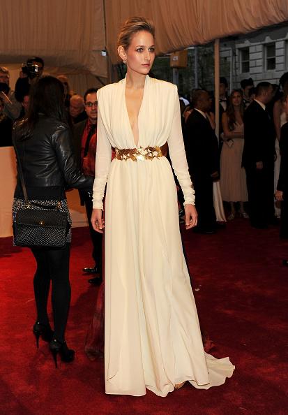 "Sleeved Dress「""Alexander McQueen: Savage Beauty"" Costume Institute Gala At The Metropolitan Museum Of Art - Arrivals」:写真・画像(19)[壁紙.com]"