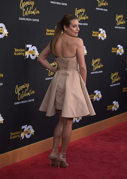 Looking Over Shoulder「Television Academy's 70th Anniversary Gala - Arrivals」:写真・画像(19)[壁紙.com]