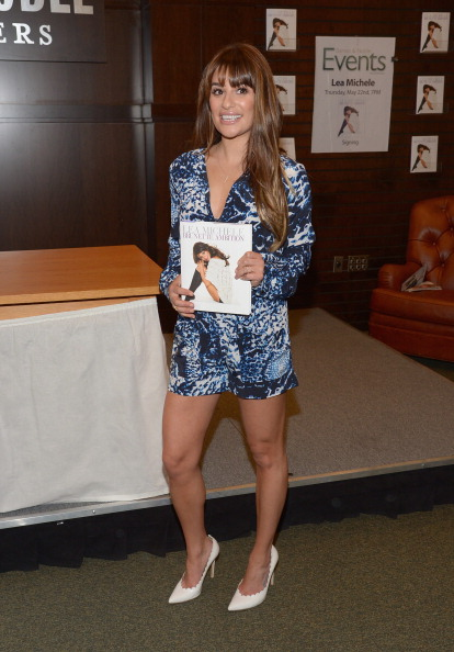 """Scalloped - Pattern「Lea Michele Signs Copies Of Her New Book """"Brunette Ambition""""」:写真・画像(7)[壁紙.com]"""