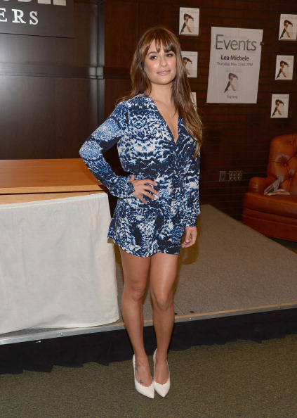 """Scalloped - Pattern「Lea Michele Signs Copies Of Her New Book """"Brunette Ambition""""」:写真・画像(4)[壁紙.com]"""