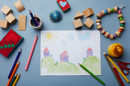 子供時代「Childs drawing, coloured pencils and accessories」:スマホ壁紙(10)