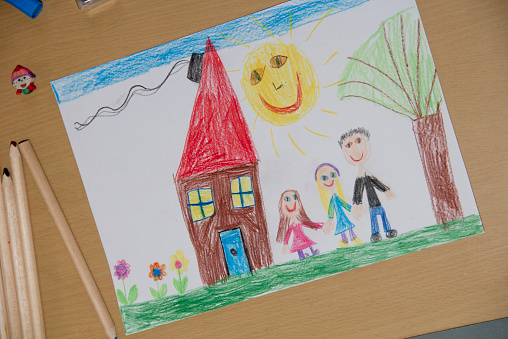 Colored Pencil「Child's drawing with happy family」:スマホ壁紙(5)
