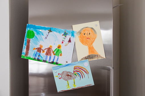 Males「Child's drawings fixed at fridge」:スマホ壁紙(12)