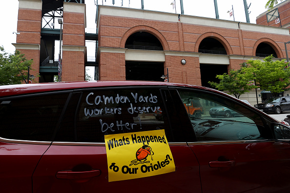 In A Row「Camden Yards Concession Workers Rally For Unemployment Insurance Benefits」:写真・画像(19)[壁紙.com]