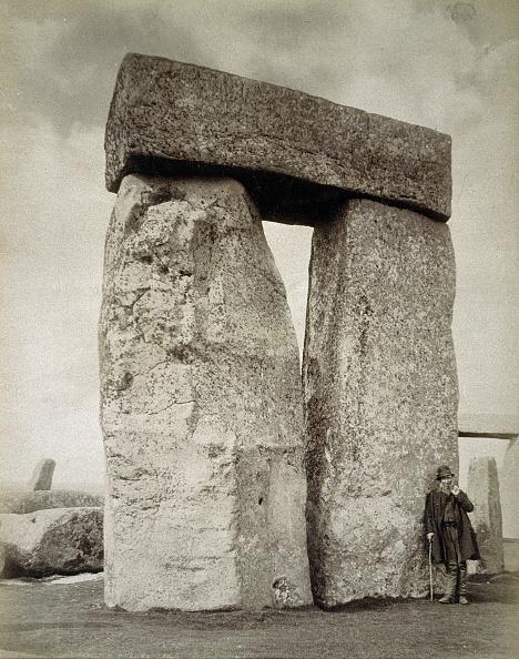 世界遺産「A Shepherd Posing At Stonehenge On Salisbury Plain Wiltshire 19th Century」:写真・画像(13)[壁紙.com]